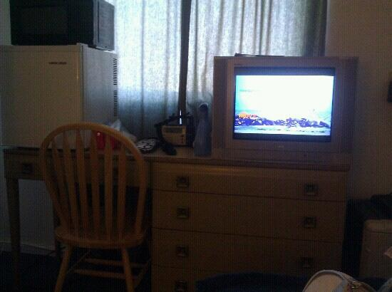 Sage and Sand Motel: Television, dorm fridge and microwave on top of dresser.