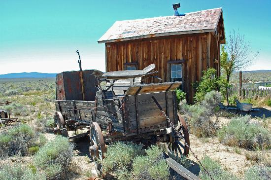 Fort Rock, OR: A house with a carriage
