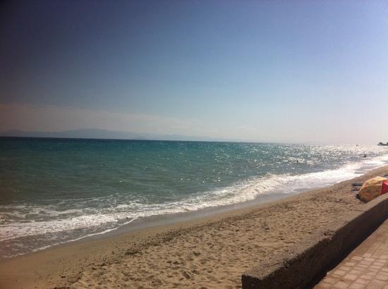 Ξενοδοχείο Royal: gorgeous beach! Try snorkelling!!