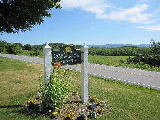 Cornwall, VT: Sign and view.