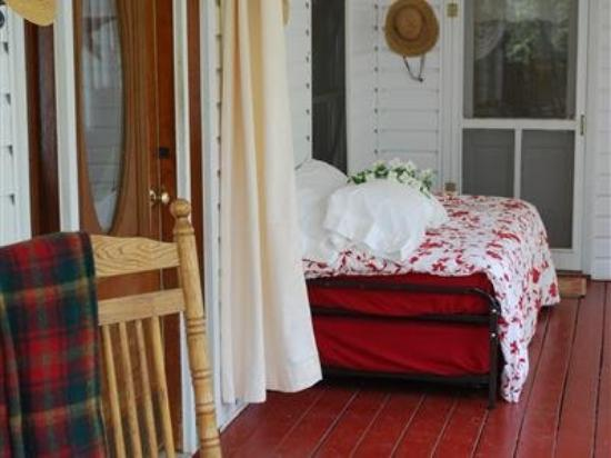 Longing For Home Bed and Breakfast: Exterior