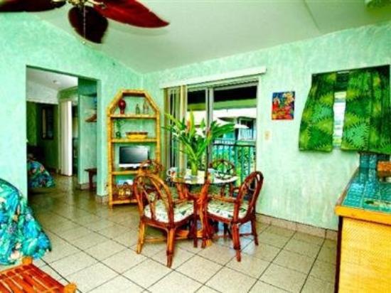 Garden Island Inn: Interior