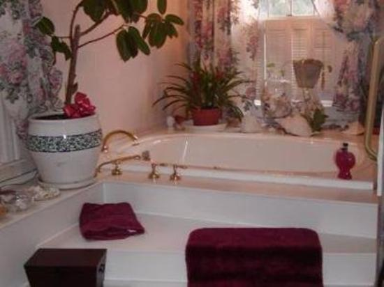 Inn On The Horse Farm: Bathroom (OpenTravel Alliance - Guest room amenity
