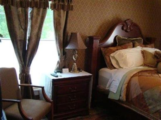 Vintage Charm Guesthouse /  Hotel: Guest Room