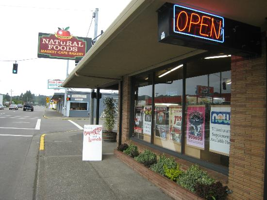Reedsport Natural Foods-Lots of parking right on HW101