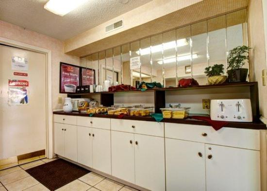 Econo Lodge Research Triangle Park: Food Section