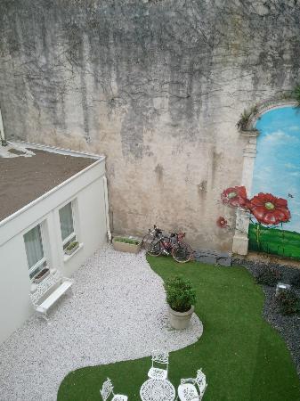 Ibis La Rochelle Vieux Port : Courtyard