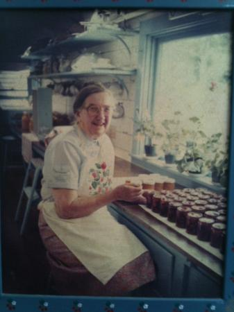 Green Briar Nature Center and Jam Kitchen: Photo of Ida Putnam in the Jam Kitchen. She began the Jam Kitchen in 1903.
