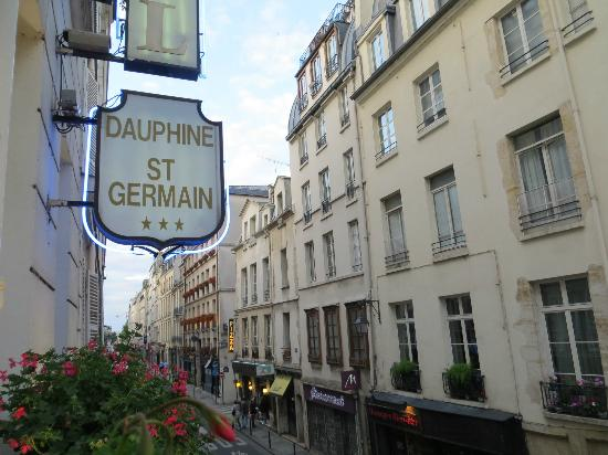 Hotel Dauphine Saint Germain: Street View