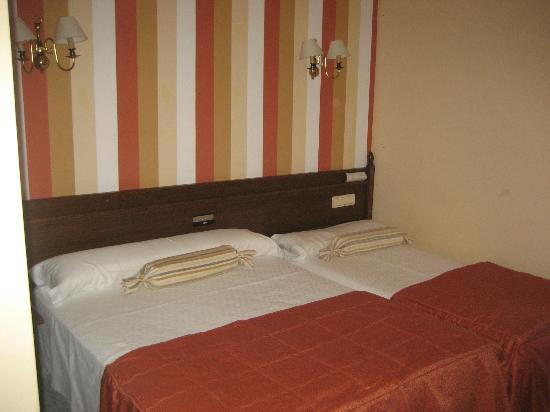 Cambados, España: camas muy juntas