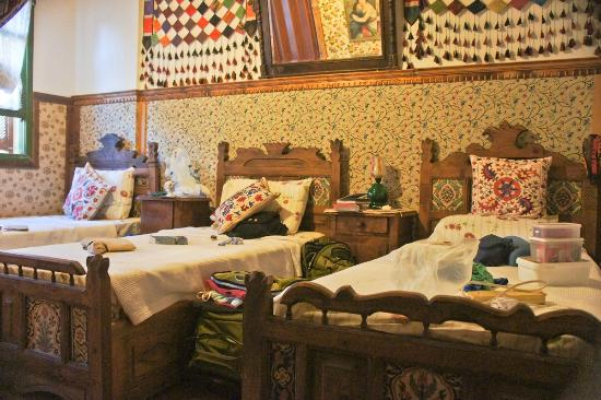 Homeros Pension & Guesthouse: The quaint bedroom for the 3 of us.