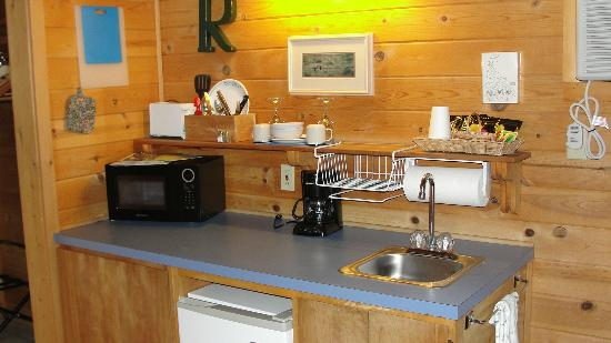 Winthrop Mountain View Chalets: Kitchen area was well equipped.