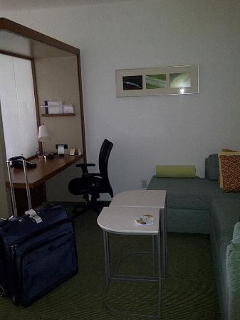 SpringHill Suites Columbia: work area in room with sofa and desk