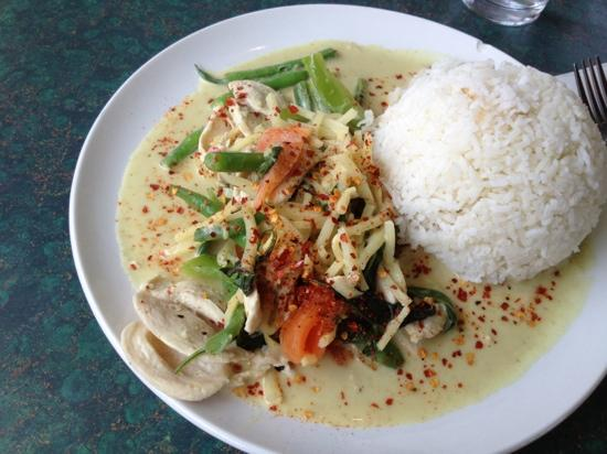 Thai Little Home: green curry with chicken - sadly I had ordered tofu