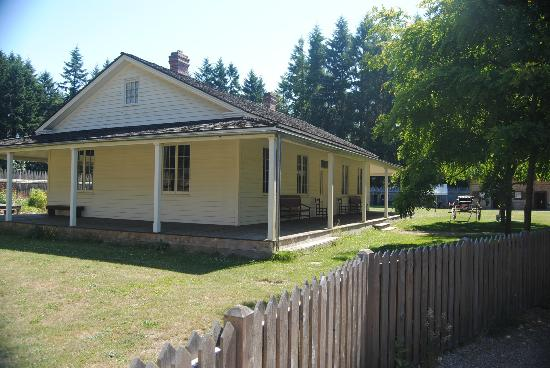 Fort Nisqually Living History Museum: The 'big' house on the fort