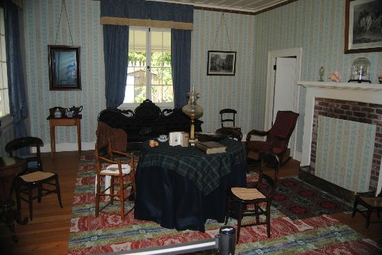 Fort Nisqually Living History Museum : inside the big house