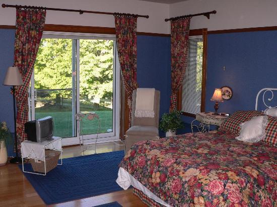 Le Clos Dauphinais: Chambre bleu tout confory