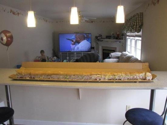 Bella Italia: 6 foot long hoagie