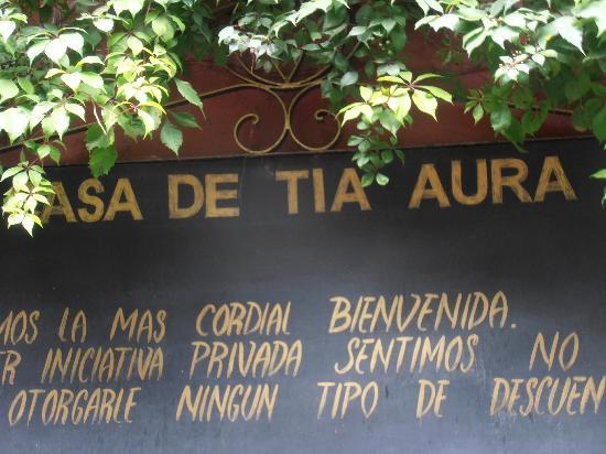 Casa de la Tia Aura: At Casa de Tia Aura