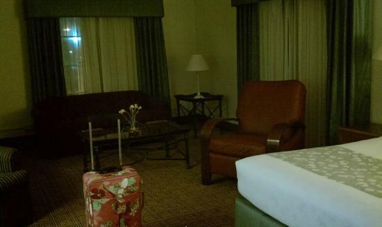 لا كوينتا إن شيكاجو أوك بروك تيراس: Sitting area in bedroom (Illinois suite) 