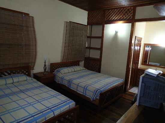 Hotel Las Brisas: 2 bed room