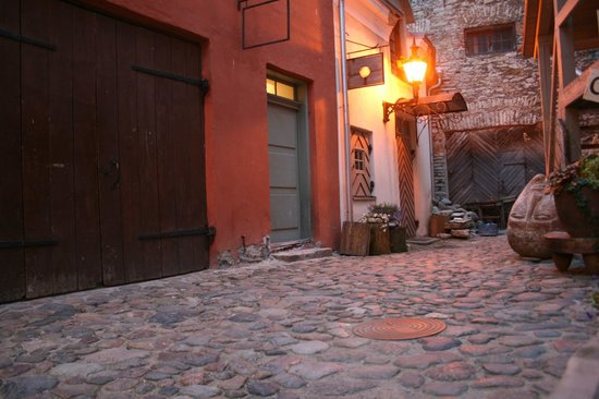Villa Hortensia: Cobblestones do give you a free foot massage, watch your step all over Tallinn