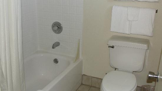 Cimarron Inn Klamath Falls: Clean bathroom