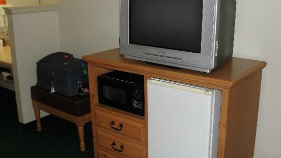 Cimarron Inn Klamath Falls: TV, microwave, mini fridge