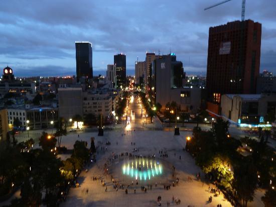 Monumento y Museo de la Revolucion: Vista hacia la Av. Hidalgo.