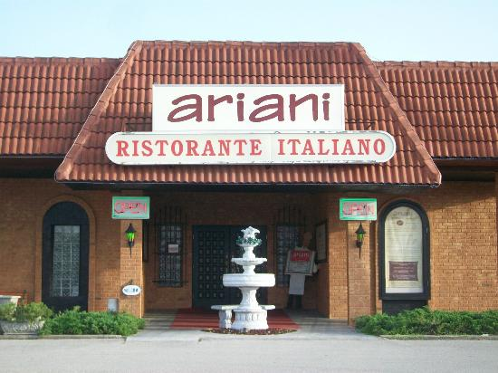 Ariani Restaurant & Lounge: Front of Ariani's.