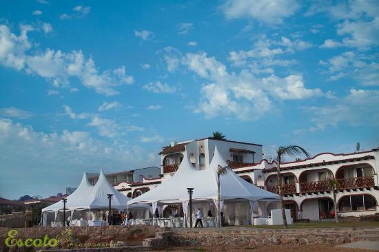 Castillos del Mar: picture of hotel with wedding tents
