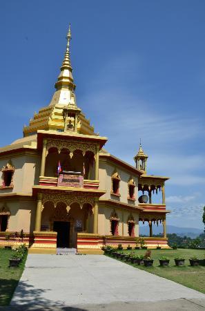 Wat Pa Phon Phao: พระธาตุสันติเจดีย์ 3