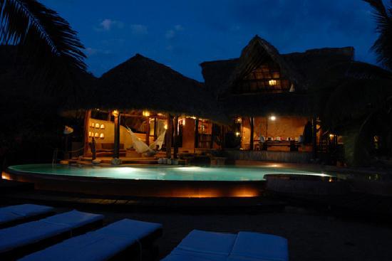 Casa Viva Troncones : Hot Tub and Pool at Night