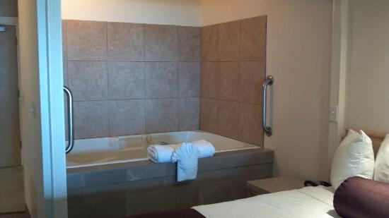 Best Western Lighthouse Suites Inn : Jacuzzi Tub