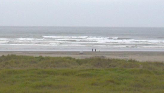 Best Western Lighthouse Suites Inn: View of Beach (Zoomed)