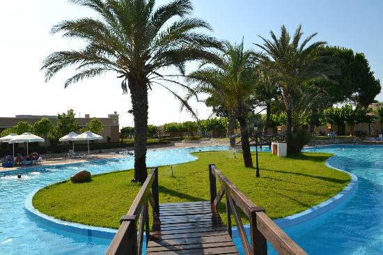 Aldemar Olympian Village: Una delle piscine comuni