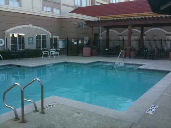 La Quinta Inn & Suites Arlington North 6 Flags Dr: La Quinta Six Flags
