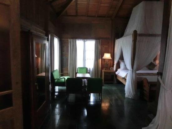 Adarapura Resort & Spa: Room interior