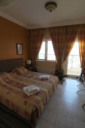 Mariam Hotel: very comfortable room with balcony overlooking the pool