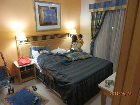 Golden Sands Hotel Apartments: The Bedroom (nice place it was)