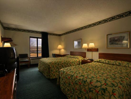 Super 8 Bentonville : Two Double Bed Room with MicroFridge