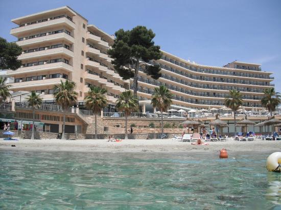 Grupotel Playa Camp de Mar: Hotel view from sea