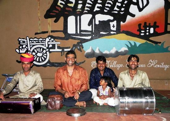 Vijayshree Resort & Heritage Village: Live entertainment (Guest with team)