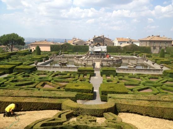 Bagnaia, İtalya: bello peccato che la fontana sia in manutenzione