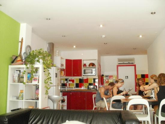 Pars Teatro Hostel: Kitchen and common room