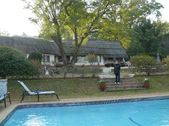 Thokozani Lodge : coin piscine