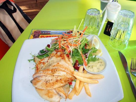 Whale Motor Inn: Sensational Fish & Chip at Quarterdeck