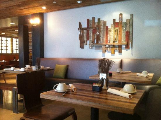 The Lodge at Tiburon : Tiburon Tavern interior