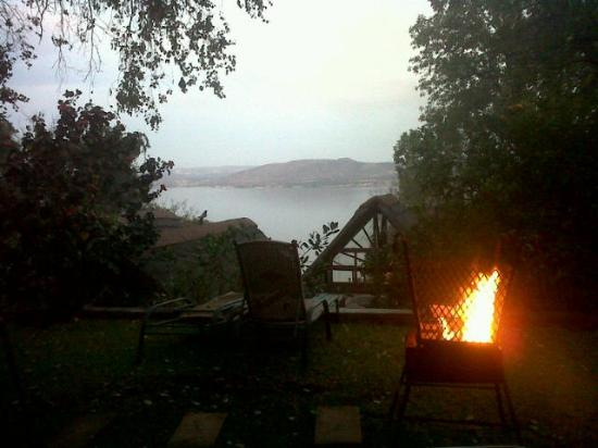 Willinga Lodge: View from the pool side braai area
