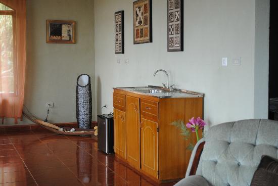 Vista Linda Montaña: Ein Blick ins Appartment, welches eine wunderschöne Aussicht Richtung Poas hatte.